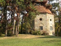 Vessen egy pillantást a török kori Pécsre! Homeland, Hungary, Budapest, Palace, Arch, Places To Visit, Explore, Mansions, House Styles