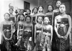 1921-26. Solo. 13 daughters of Paku Buwono X (1893-1939).