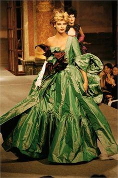 Vivienne Westwood PE 1996 tk bằng vải lụa hoặc lanh rất đẹp kiểu dáng sang trong và mang tính haute