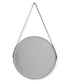 Temara är en rund spegel med industriell känsla. Upphänget och kanten runt…
