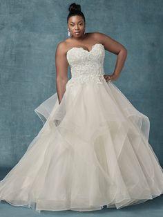 6a4f6c90656d 35 Designer Plus Size Wedding Dresses We Love. Abito Da Sposa ...