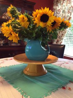 Sunflowers look magnificent with Fiesta Disc Pitcher in Turquoise!