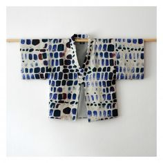 Garment inspiration: Haori Jacket Collection on ZASUE; traditional Japanese design for contemporary wear Mode Kimono, Kimono Jacket, Sewing Clothes, Diy Clothes, Mode Boho, Japanese Textiles, Mode Outfits, Kimono Fashion, Textile Design