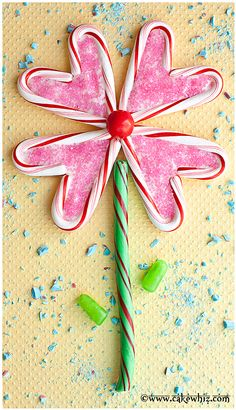 If your kids like doing puzzles, they are gonna love this EDIBLE FLOWER PUZZLE. Fun to make and assemble and they can eat all the pieces when they are done! Makes a great gift for Valentine's day or Mother's day too :D From www.cakewhiz.com