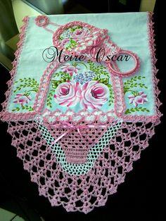 pintura e croche meire oscar ile ilgili görsel sonucu Crochet Towel, Crochet Doilies, Crochet Borders, Filet Crochet, Sewing Patterns Free, Crochet Patterns, Sewing Machine Drawing, Pinterest Crochet, Space Fabric