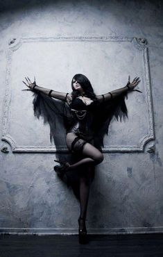 Top Gothic Fashion Tips To Keep You In Style. As trends change, and you age, be willing to alter your style so that you can always look your best. Consistently using good gothic fashion sense can help Goth Beauty, Dark Beauty, Dark Gothic, Gothic Art, Foto Glamour, Fantasy Kunst, Gothic Models, Goth Women, Gothic Steampunk