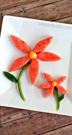 Healthy Watermelon Flower Snack for Kids - Crafty Morning Healthy Watermelon Flower Snack for Kids Cute Kids Snacks, Healthy Snacks For Kids, Food Art For Kids, Cooking With Kids, Baby Fruit Baskets, Watermelon Flower, Finger Foods For Kids, Fruit Creations, Edible Food