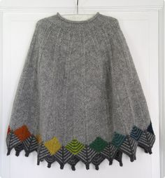 Ravelry: Project Gallery for Grantræet / Poncho pattern by Marianne Isager Beginner Knitting Patterns, Knitting For Beginners, Knitting Designs, Knitting Stitches, Knit Patterns, Baby Knitting, Poncho Au Crochet, Knitted Shawls, Knit Crochet