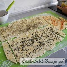 Paluszki serowe z ziołami i czarnuszką   KuchniaWeDwoje.pl - Prosty i sprawdzony przepis. Pizza, Bread, Food, Brot, Essen, Baking, Meals, Breads, Buns