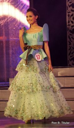 mutya-johanna-datul-in-a-renee-salud-terno Hijab Fashion, Dress Fashion, Fashion Outfits, Barot Saya, Philippines Outfit, Modern Filipiniana Dress, Barong, Evening Dresses, Formal Dresses