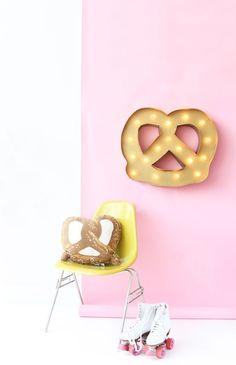 DIY Gold Pretzel Marquee Light | Aww, Sam http://www.awwsam.com/2015/08/diy-gold-pretzel-marquee-light.html?m=1
