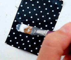 Termolina caseira leitosa (Termolina é um impermeabilizante para tecidos, isopor e papel. Evita o desfiamento de bordados. Endurece o crochê e também pode passar sobre figuras para découpage deixando-as impermeabilizadas). MISTURAR: – 2 medidas de cola branca; – 1 medida de água; – 1/2 medida de álcool líquido. Misture tudo e mexa até obter consistência homogênea, como um creme (Essa receita é para ser usada de uma só vez, não pode ser guardada)