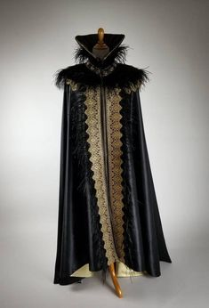 Mens Cape, 18th Century Clothing, Gold Outfit, Black Cape, Royal Clothing, Historical Costume, Masquerade, Cosplay Costumes, Black Gold