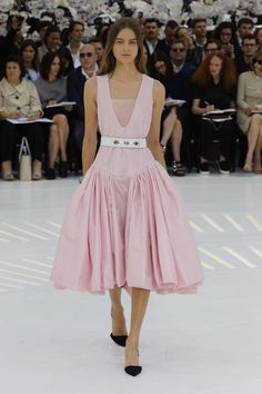 http://madame.lefigaro.fr/defiles/christian-dior/automne-hiver-2014-2015/haute-couture-0/893075