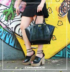Olha que lindas essa bolsa e plataforma!  http://self.shoes/bolsatrapeziopreta http://self.shoes/plataformasaltocorda