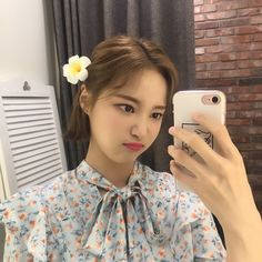 K-Pop Babe Pics – Photos of every single female singer in Korean Pop Music (K-Pop) Close Up, Bts And Exo, Fans Cafe, Most Popular Memes, Korean Makeup, Popular Music, Electronic Music, Girls Generation, Simple Way