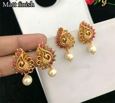 Gold Jhumka Earrings, Indian Jewelry Earrings, Gold Bridal Earrings, Jewelry Design Earrings, Gold Earrings Designs, Gold Jewellery Design, Antique Earrings, Designer Earrings, Gold Earrings For Women