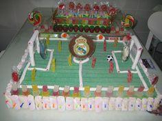 Las Recetas de Kakunga: TARTA CHUCHE REAL MADRID II Tarta Real Madrid, Candy Bouquet, Ideas Para Fiestas, Vegan, Marshmallow, Desserts, Food, Party, Fields