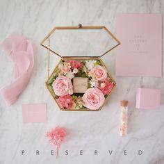Wedding Gift Wrapping, Wedding Gift Boxes, Wedding Favours, Diy Wedding, Wedding Gifts, Flower Box Gift, Flower Boxes, Bouquet Box, Gift Wraping