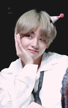 ~Completed[√]~ Kim Taehyung,an ordinary student in Seoul University is dating with Jungkook,the youngest member of BTS,the most popular kpop group. Foto Bts, Bts Photo, Jimin, Bts Bangtan Boy, Bts Boys, Daegu, Kim Taehyung, Namjoon, Taekook