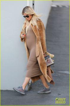 Pregnant Khloe Kardashian & Kris Jenner Go Shopping for the Baby!