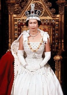 Queen Elizabeth II wearing the English crown during her coronation in 1953.