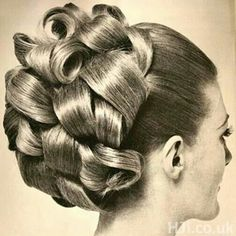 Vintage Hairstyles For Prom Bouffant Hair Curls.I wore to prom :) Retro Hairstyles, Curled Hairstyles, Wedding Hairstyles, Peinado Updo, Bouffant Hair, Updo Curls, Curls Hair, Retro Updo, Retro Curls