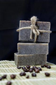 Domácí mýdlo vás uchvátí tím jak vypadá, i svojí vůní. Candy, Chocolate, Food, Chemistry, Chocolates, Eten, Candles, Brown, Meals