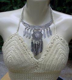 Exclusivo colar prateado com pingente de penas totalmente artesanal e exclusivo. Na onda boho, gipsy, cigano, é a sensação da moda.
