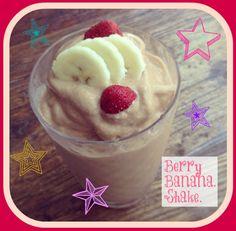 Make a tropical strawberry banana shake! #vegan protein-packed too. Banana Protein Smoothie, Vegan Smoothies, Juice Smoothie, Smoothie Recipes, Drink Recipes, Best Vegan Protein Powder, Protein Rich Foods, Raspberry Frosting, Yummy Drinks