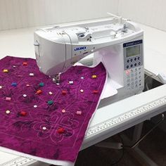 Leah Day shares machine quilting tutorials and has created the largest collection of free motion quilting and walking foot quilting designs in the world. Learn how to quilt your quilts yourself on your home machine with Leah Day! Embroidery Machine Reviews, Machine Quilting Patterns, Sewing Machine Reviews, Quilting Templates, Free Motion Embroidery, Free Motion Quilting, Quilting Designs, Quilt Patterns, Quilting Board