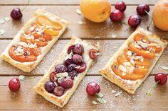 Sfogliatine alle albicocche e ciliegie ricetta