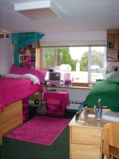 Clean but homey college dorm room inspiration. one of the most realistic looking dorm rooms I've seen on Pintrest. College Years, College Dorm Rooms, College Life, Usc Dorm, University Dorms, Howard University, Davenport University, Small Colleges, Dorm Room Organization