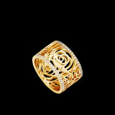 Bague Camélia in yellow gold 18 carats and diamonds by CHANEL. For more inspirations luxurysafes.me