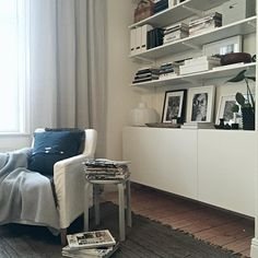 Reading corner #elfa #bestå #ivar #ikea #tinekhome #himla #mio #interior #inredning #decor #decoration #fouremptywalls #myhome #instahome #interiordesign #bokhylla#förvaring #storage Algot, Apartment Living, Living Room, Besta, Bath And Beyond Coupon, Art Wall Kids, White Wood, Bookshelves, Decoration