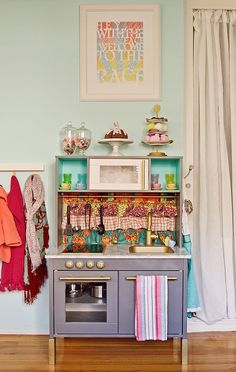 IKEA Mini Kitchen Makeover (hack) – And if you& now regretting buying that Ikea toy kitchen because you& seen so many adorable ones made from . Play Kitchen Diy, Ikea Toy Kitchen, Play Kitchens, Mini Kitchen, Kitchen Hacks, Ikea Kitchens, Real Kitchen, Kitchen Sets, Kitchen Colors
