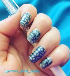 1 week with Cinderella.  @jamberry #jamberry #royalballjn #fountainofyouthjn #geodiamondjn #bluenails #sparkles #easynailart #jammin_and_rollin #mixedmanijn #trushinejn #disneycollectionbyjamberry