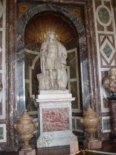 Versailles - Grandi appartamenti del Re - Salone di Venere (statua di Luigi XIV)