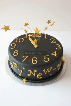 New years eve cake! 27 New Year's Eve Party Decorating Dos (& NO Don'ts ; Pretty Cakes, Cute Cakes, New Year's Cake, Cake Central, Holiday Cakes, New Years Party, Creative Cakes, Cake Art, Let Them Eat Cake