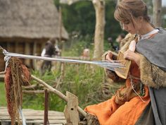 Cat lovers, farmers, and ski enthusiasts? Lesser-known facts about the Vikings - Page 16 of 38 - History 101 Inkle Weaving, Card Weaving, Tablet Weaving, Viking Life, Medieval Life, Viking Warrior, Types Of Weaving, Spinning Yarn, Scandinavian