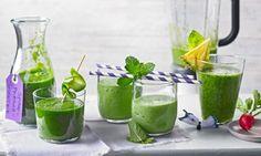 Grüne Smoothies sind echte Energiespender – randvoll mit Salat, Blattgrün, Obst und anderen Glücklichmachern eine Bereicherung auf jedem Speiseplan.