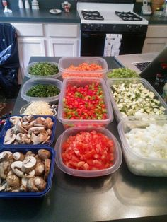 Pregnancy Freezer Meal Ideas ~~~ stock her fridge and freezer with lots of delicious meals for her to eat during her first few weeks as a mama. ~~ Note that this kind of in-advance batch cooking is actually not just for new moms. Bulk Cooking, Batch Cooking, Freezer Cooking, Cooking Recipes, Cooking Blogs, Cooking Ideas, Cooking Ham, Freeze Ahead Meals, Healthy Freezer Meals