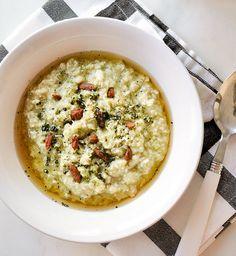 Porridge à la noix de coco et au thé matcha - Cosmopolitan.fr