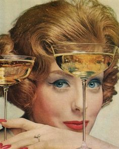 Piper Heidsieck Champagne - 1960 Vintage lady with champagne coupes Champagne Taste, Vintage Champagne, Champagne Glasses, Vintage Cocktails, Champagne Buckets, Champagne Cocktail, Champagne Bottles, Pop Bottles, Gourmet