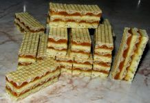 ngredients for caramel cream: - 350 g of sugar - 4 yolks - 200 g of butte Romanian Desserts, Romanian Food, Baby Food Recipes, Dessert Recipes, Cooking Recipes, Serbian Recipes, Romanian Recipes, Waffle Cake, Kolaci I Torte