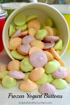 Frozen Yogurt Buttons - make your kids a healthy snack. These little frozen treats are cold and creamy. The perfect after school snack. ONLY 1 INGREDIENT! Such an easy summer snack! Healthy Snacks For Kids, Healthy Treats, Healthy Eating, Healthy Food, Kid Snacks, Kid Lunches, Student Snacks, Clean Eating, Baby Snacks