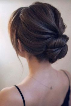 25 Awesome Low Bun Wedding Hairstyles A low bun is a classic hairstyle, which is popular for many occasions and especially for weddings. What about rocking a low bun at your wedding? Low Bun Hairstyles, Bride Hairstyles, Bridal Party Hairstyles, Hairstyle Ideas, Classic Updo Hairstyles, Fashion Hairstyles, Wedding Hair And Makeup, Hair Makeup, Low Bun Wedding Hair