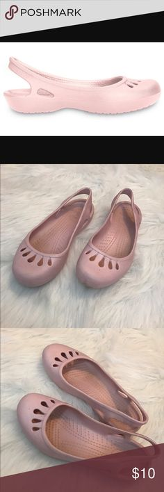 Women's Light Pink Crocs Women's Light Pink Crocs, Previously loved Great for work or the beach! Mary Jane style. 9w women's size CROCS Shoes Flats & Loafers