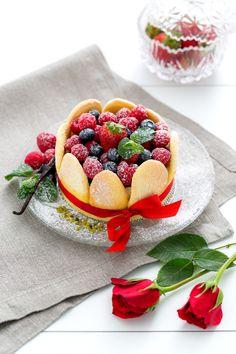 Charlotte ai Frutti di Bosco, la nostra ricetta per San Valentino. Scoprite di più sul nostro Magazine www.dalani.it/magazine/food-travel/chef-dolci-charlotte-frutti/ #Dalani #sanvalentino #ricette