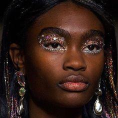 19 Gorgeous Glitter Makeup Ideas | how to wear glitter like an instagram star